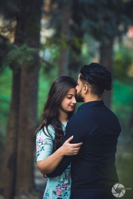 Trending Pre-Wedding Couple Poses Ideas