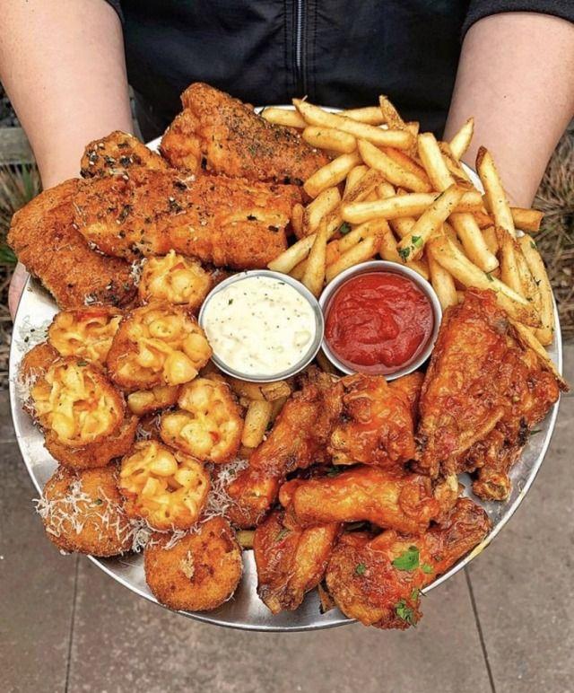 Yummyfoooooood: Chicken Wings, Mac and Cheese Bites and Fries -