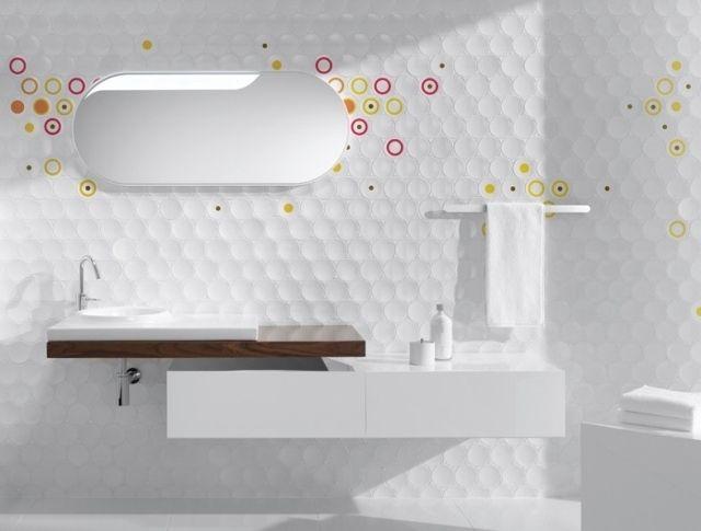 Carrelage pour salle de bains \u2013 jeu de couleurs et formes Murales