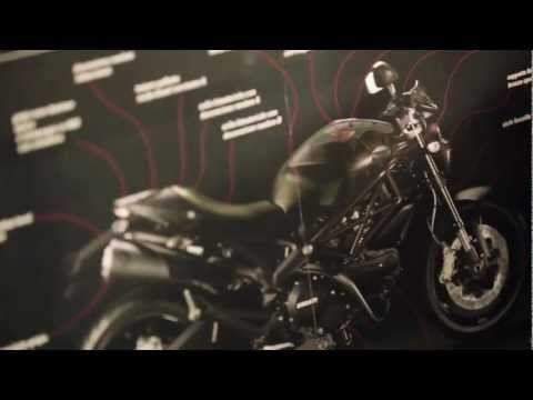 """Ducati Monster Diesel"" Diesel started its collaboration with motorcycle manufacturer Ducati. 디젤과 두카티의 콜라보레이션이네요. 디젤은 FIAT와 콜라보를 한 적도 있죠. 모두 이탈리아 브랜드들이군요."