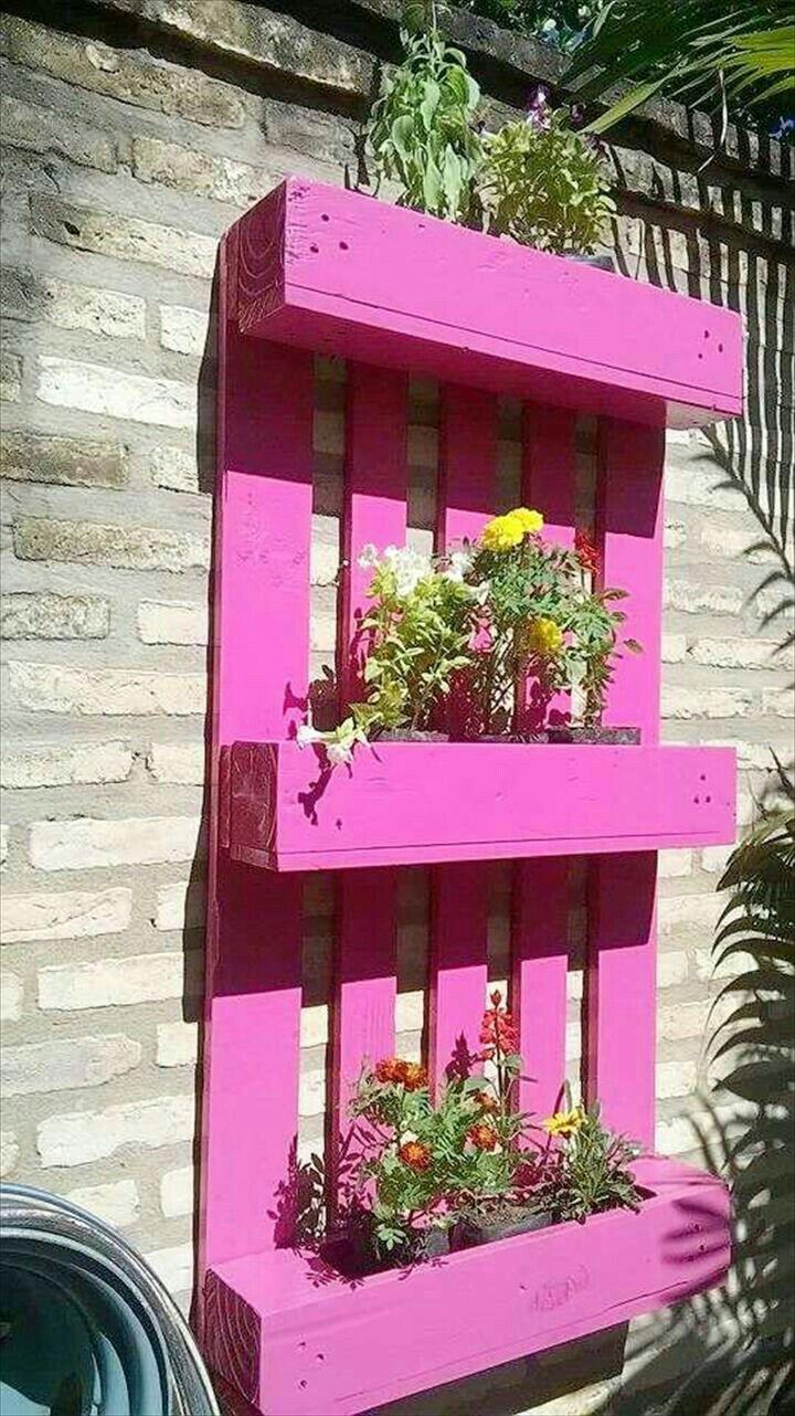 kr utergarten mit paletten in pink gartendekoration. Black Bedroom Furniture Sets. Home Design Ideas
