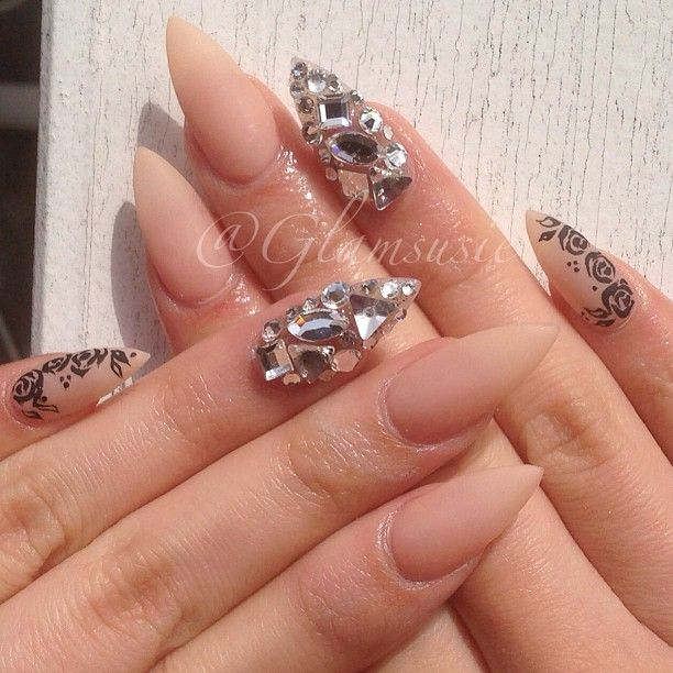 Wow, wicked. I don\'t like the pinky nails though. They look tacky ...