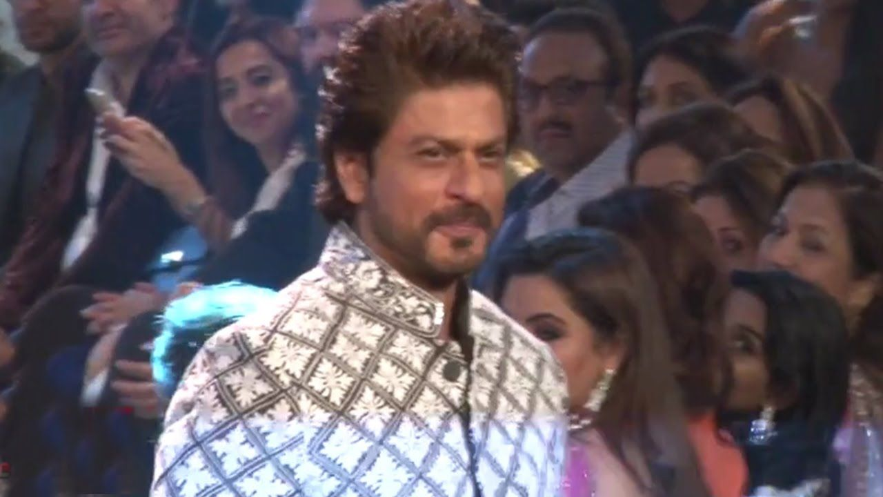 Shahrukh Khan Ramp Walk For Mijwan Summer Couture Fashion Show 2017