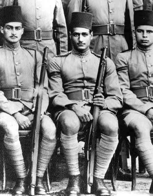 جمال عبدالناصر والفنان احمد مظهر ف الكلية الحربية 1938 Egypt