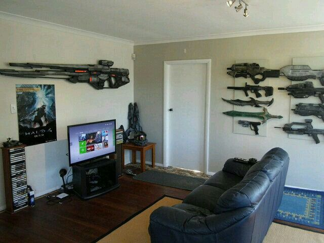Now that's an #amazing #gamingroom wow look at the weapons #lol #hovacone #pic @YouTube https://www.youtube.com/user/hovacones?Sub_confirmation=1