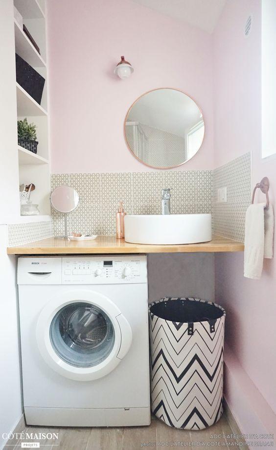 Une salle d\u0027eau rose et une mini cuisine grise, , ADC l\u0027atelier d\u0027à