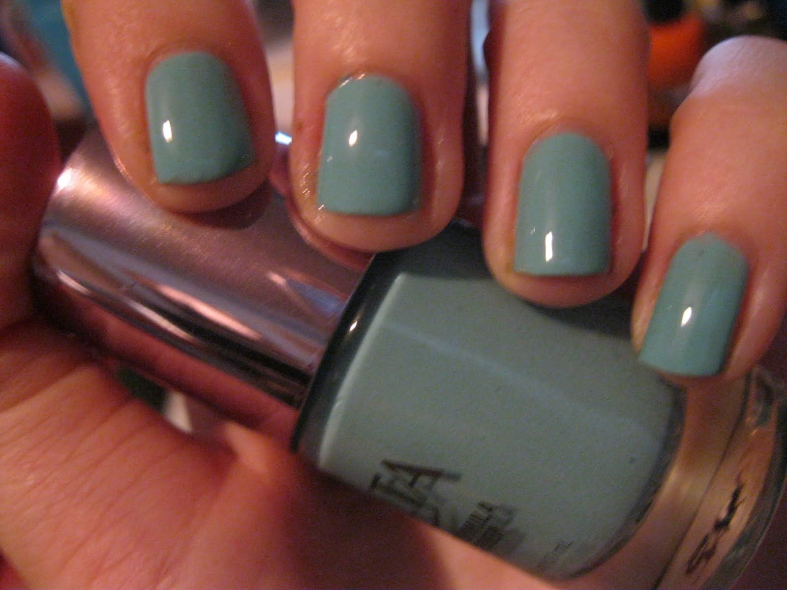 Colors that look good on short nails