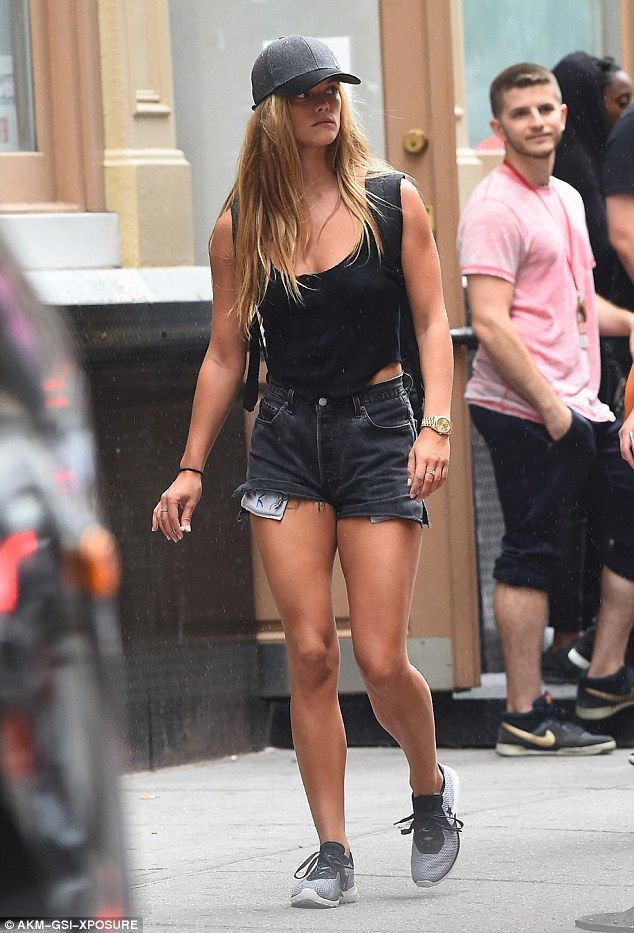 963df62d1 Nina Agdal flashes her toned abs in a crop top and tight leggings ...