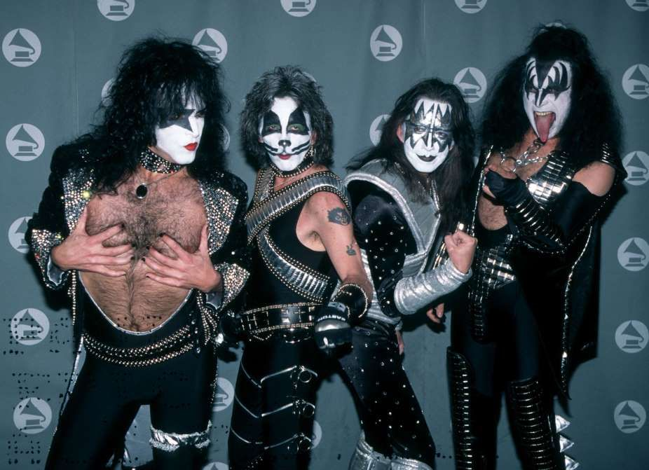 February 28 1996 The Original Members Of The Band Kiss Appear Together In Full Costume For The First Time In 17 Years At Kiss Outfits Hot Band Gene Simmons