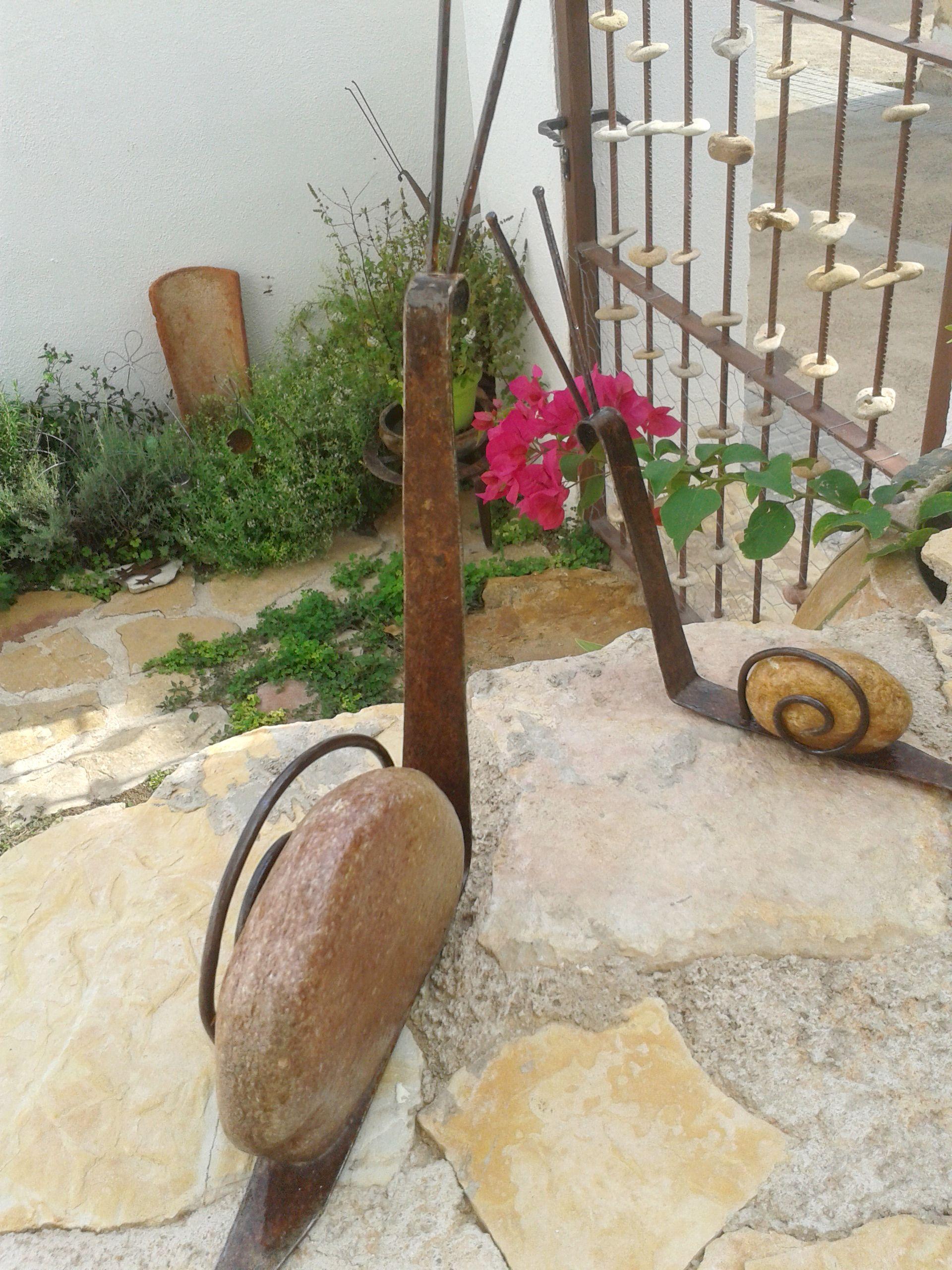 Arte en jard n con caracoles de piedra y hierro for Caracol de jardin