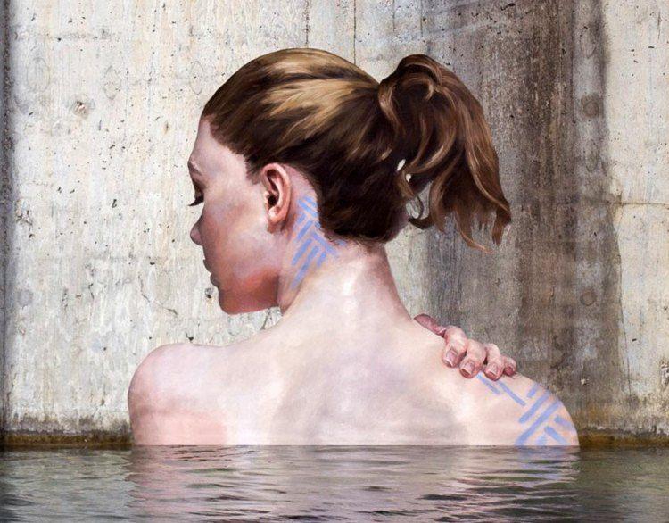 Art mural réaliste émergeant de l'eau – le street art cool de Sean Yoro