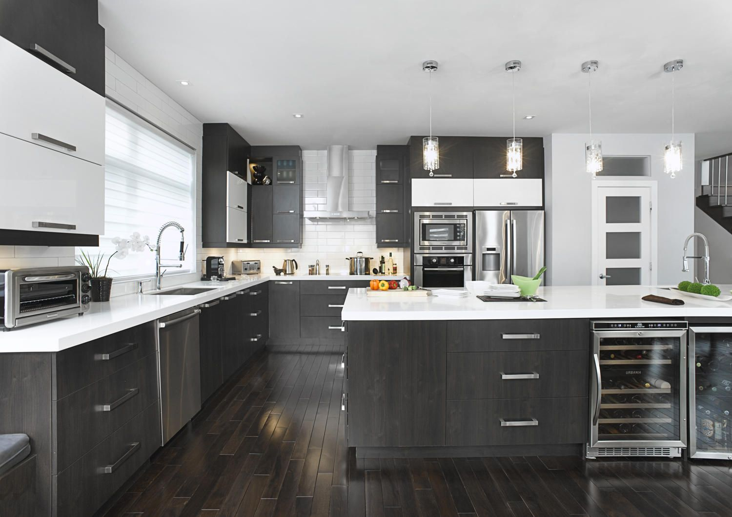 armoires de cuisine moderne houzz avec des. Black Bedroom Furniture Sets. Home Design Ideas