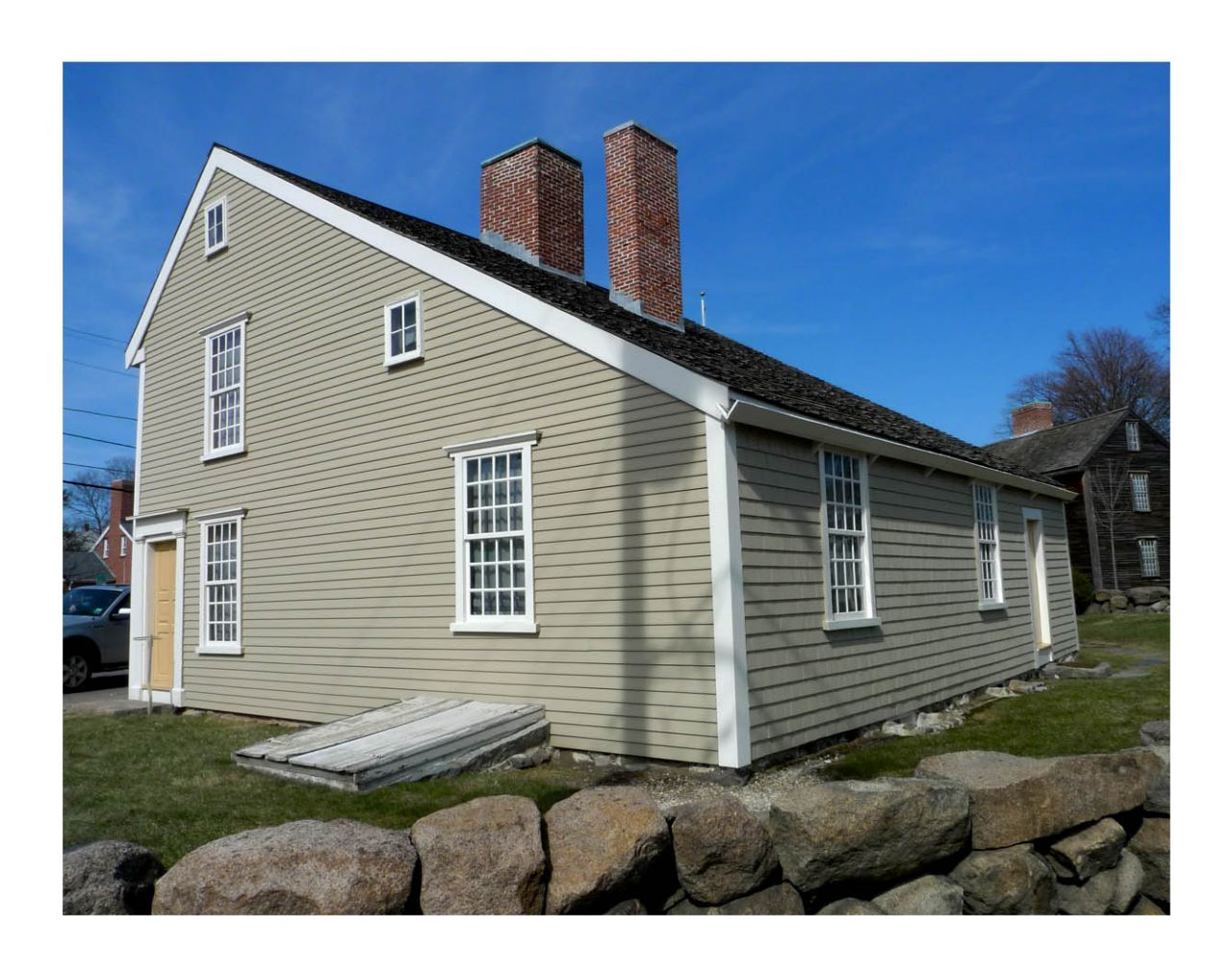 Architectural Styles Saltbox House With A Slanted Roof And Has 1 Story In The Back But 2 In The
