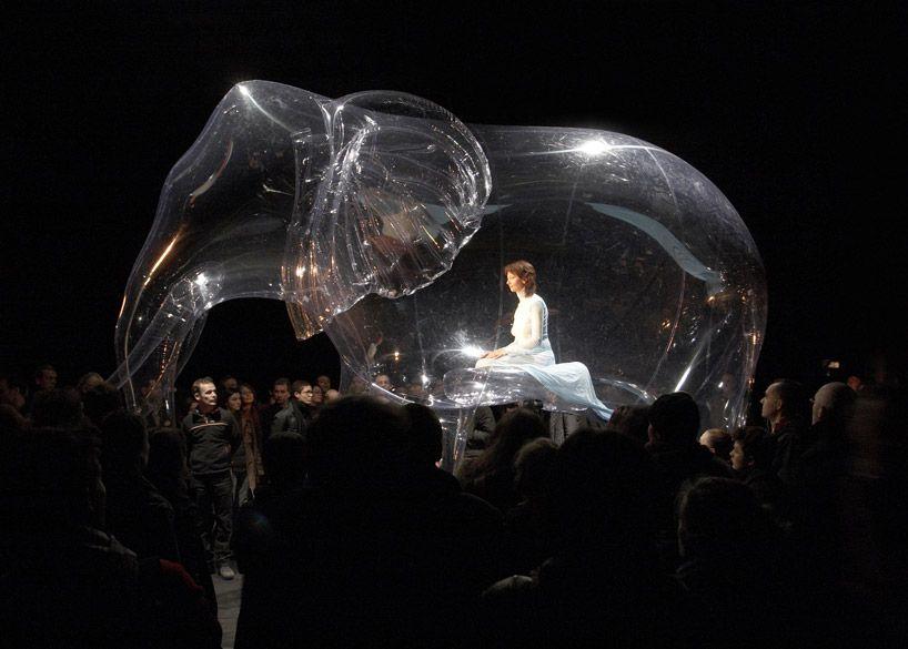 iisku-izzy-isa: Victorine Müller combines sculpture with performance art.