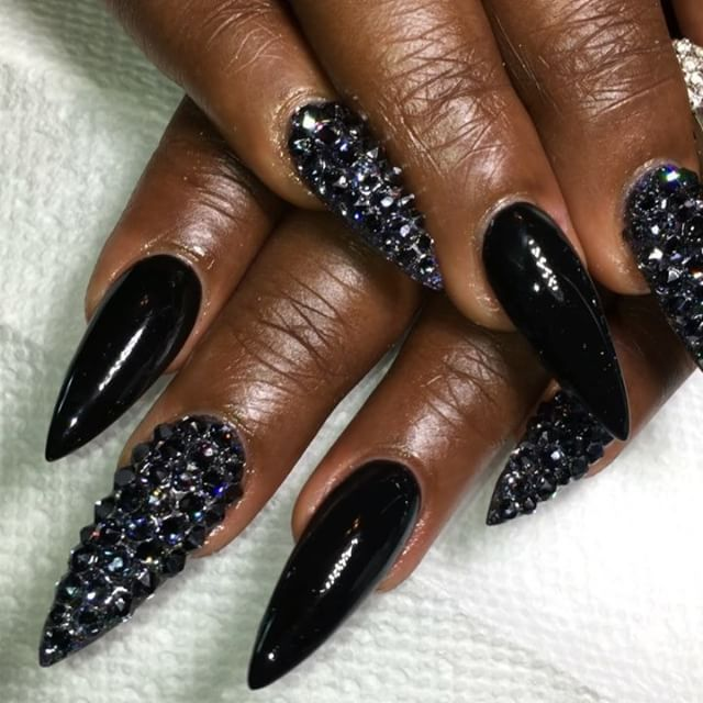 All black and STILL sparkly this set speaks straight to my heart Full set for misstchula holographic chrome pigme