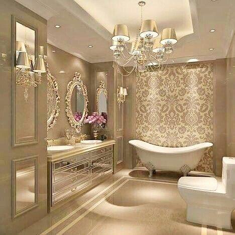 Fliesen Badezimmer, Luxus Badezimmer, Große Badezimmer, Badezimmer,  Kronleuchter, Wohnideen, Haus, Instagram, Beeren