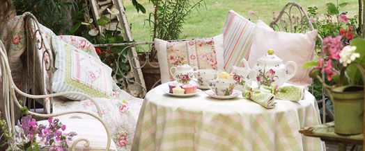 Round, airily decorated tables are the preferred for Garden Parties. They are placed strategically around a clearing in the garden, planted and cut the way that it is specifically for the purpose of garden parties.