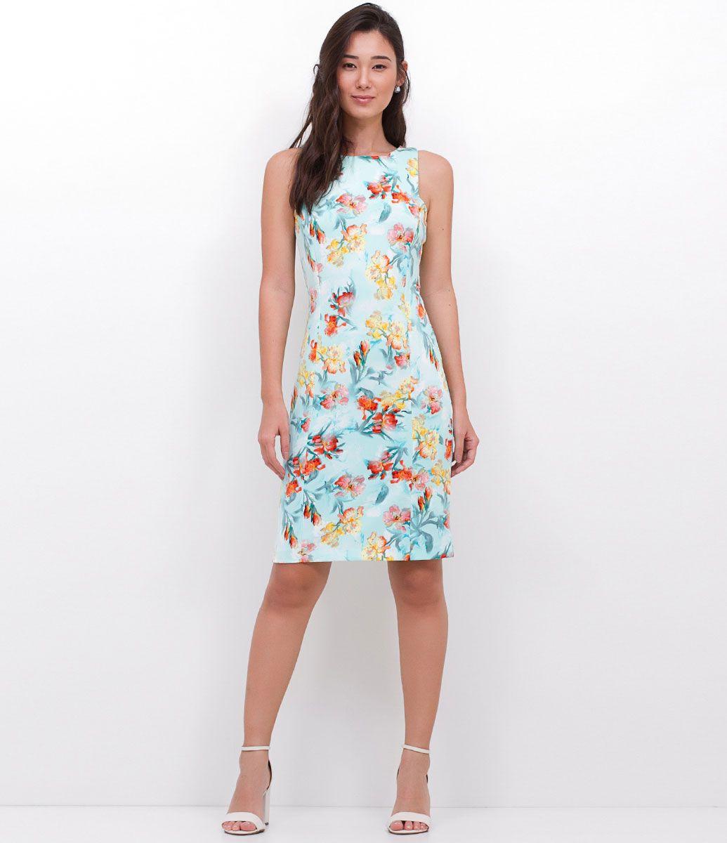 Modelo vestido tecido