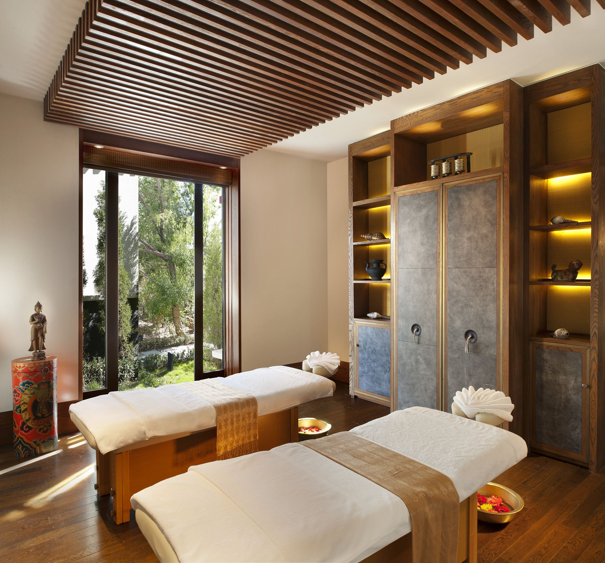 Lhasa resort spa hotel st regis pinterest dise o for Resort termali in cabina