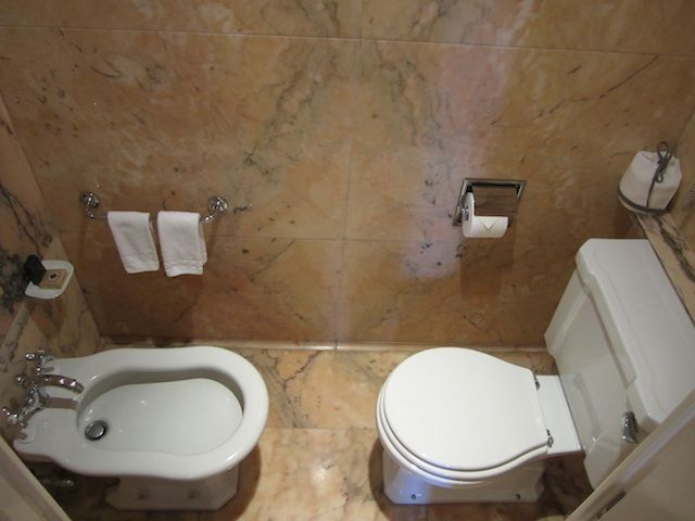 Toilet and bidet combination in modern bathroom for Bathroom design 5x5