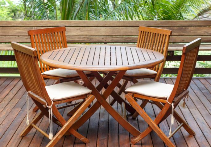 Comment nettoyer un meuble en teck astuces bricolage table jardin teck table teck et chaise - Astuce bricolage jardin ...