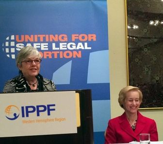 """""""La lucha por un aborto legal y seguro es efectivamente una lucha por los derechos sexuales. Estamos peleando por el derecho a una autonomía sexual sin condenas ni discriminación. No tengo dudas de que la batalla no será fácil, pero no le temo a las amenazas sobre la vida de las mujeres y libertad. Esta es una causa que merece toda nuestra dedicación."""" - Carmen Barroso, Directora Regional"""