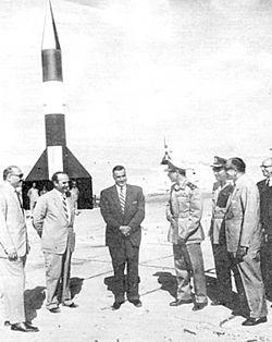 الرئيس جمال عبد الناصر أثناء إطلاق الصاروخ الظافر يوليو 1962 من