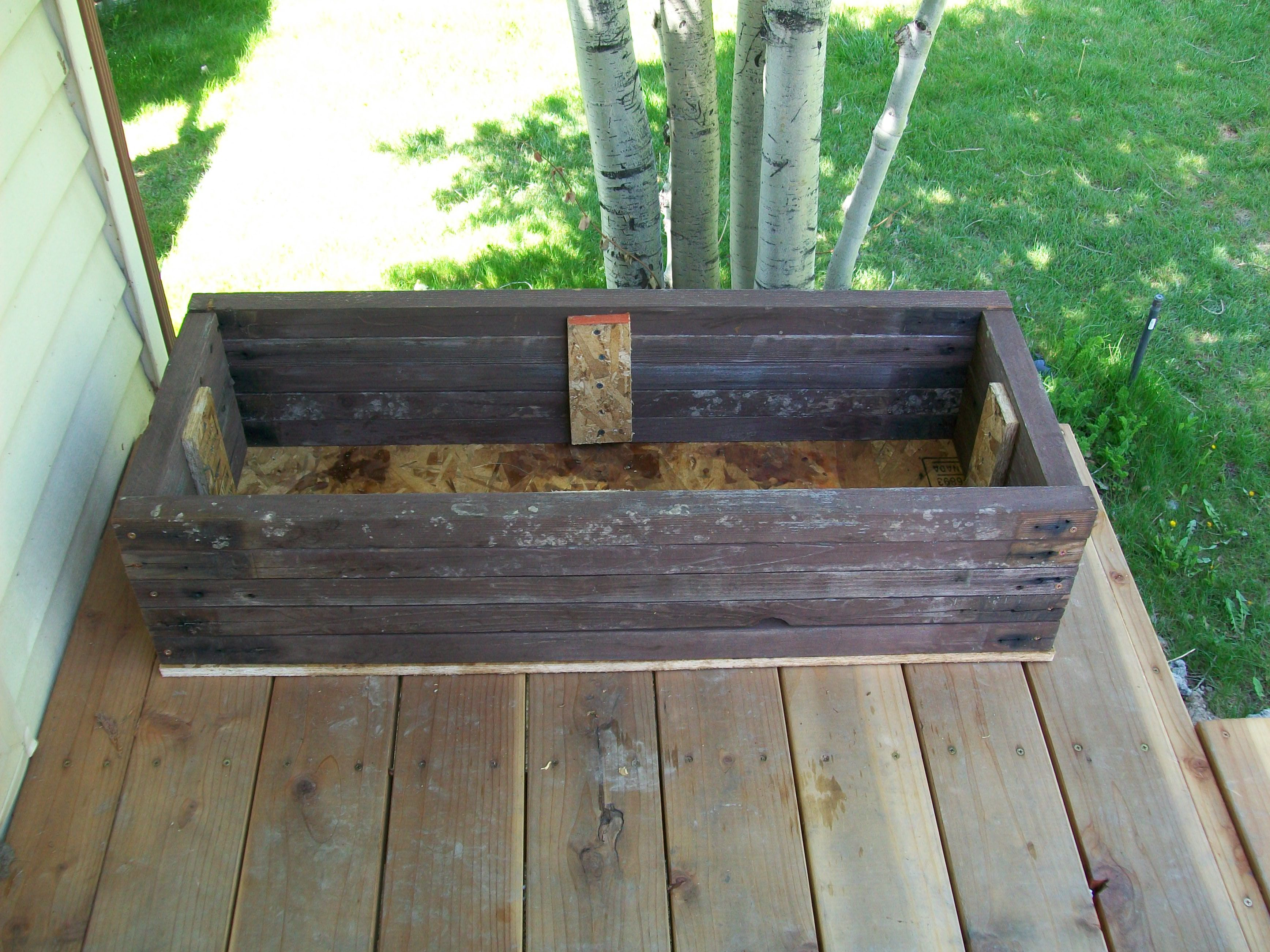 How to build a planter box for a deck - How To Build Flower Boxes From Old Deck Or Fence Wood Ehow Uk