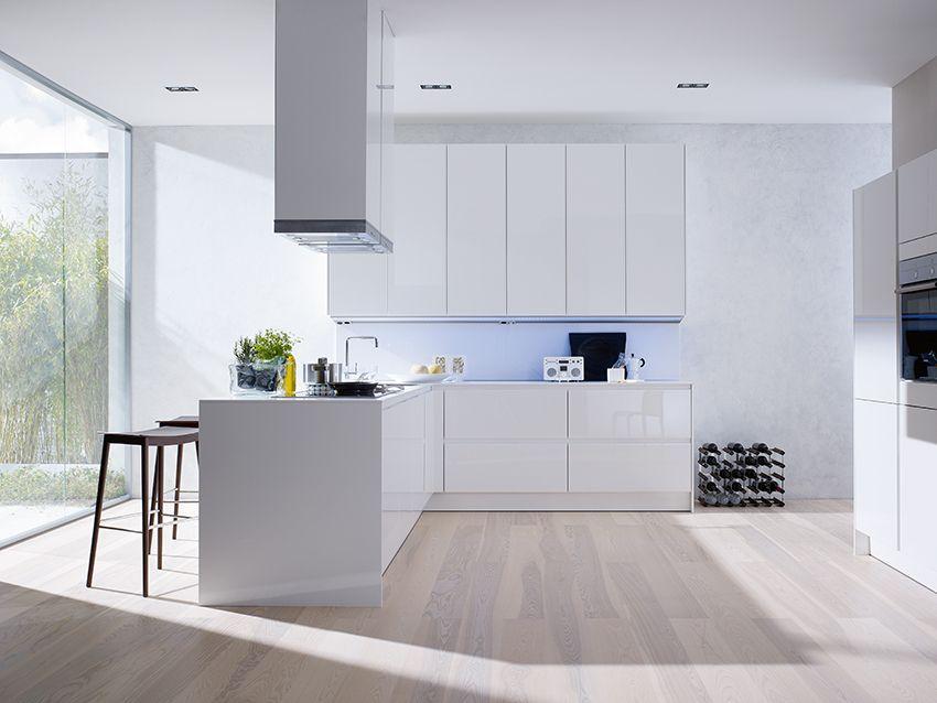 SieMatic Küche S3 weiß mit raumhohen Hochschränken. Klares Design ...