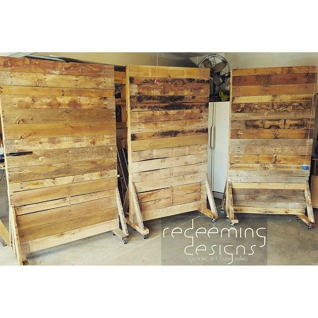 Rolling pallet walls 4 39 x7 39 redeemingdesignstn palletlife pallets wood wall redeeming - Readymade partition walls ...