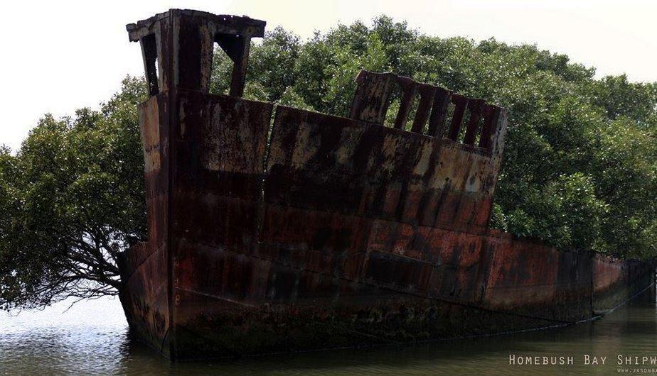 Los restos del SS Ayrfield en la bahía de Homebush, Australia. (Foto: huffingtonpost.es)