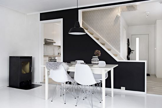 black, white and that graphic wallpaper.... <3