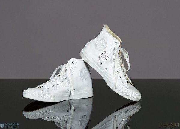 Niall signed and donated this shoes to the Small Steps Projects!