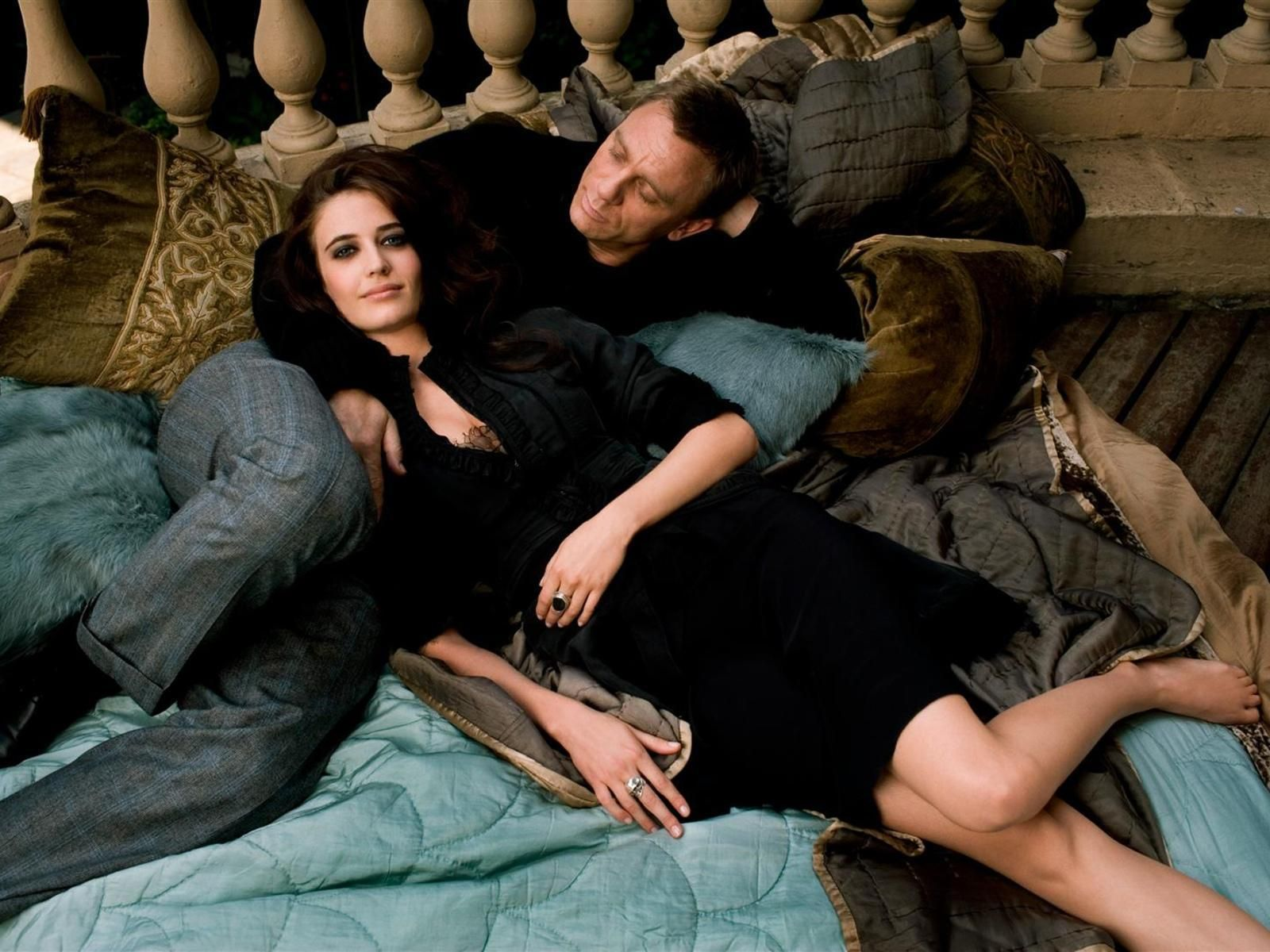 vesper girls Bond and his casino royale bond girl: more equal than ever  casino royale  made a dramatic break with bond tradition in making vesper.