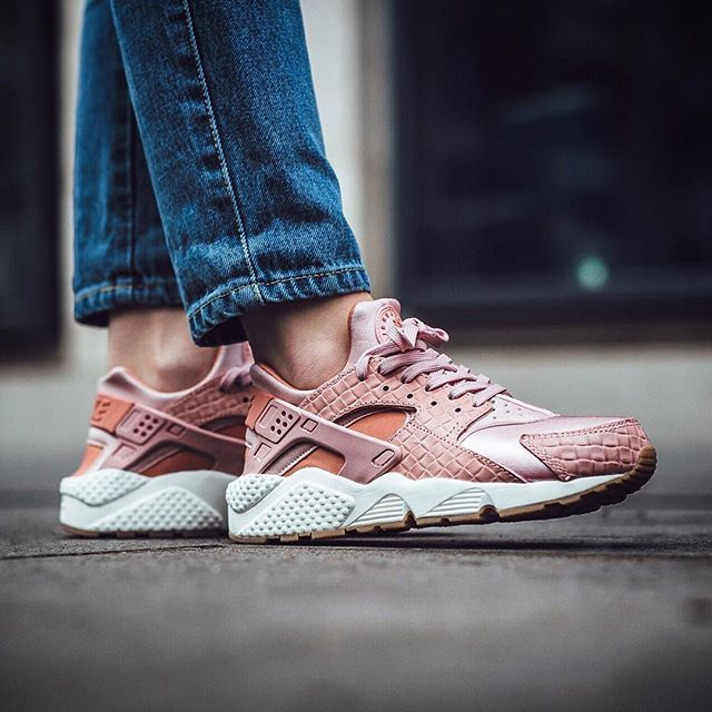 just in Nike Wmns Air Huarache Run Premium 'Pink GlazePearl