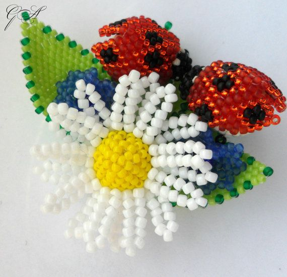 Spilla Di Perline Spilla Spilla Margherita Coccinella Etsy Beaded Brooch Beaded Flowers Handmade Flowers