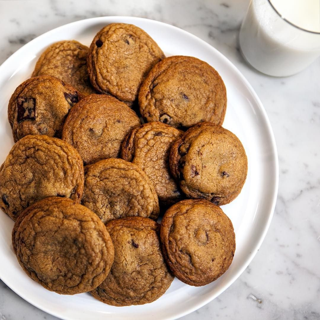 Chocolate chip cookies for breakfast anyone? #chocolatechipcookies #cookies #cookiesforbreakfast #cookiesandmilk #goodmorning via @angela4design by pannacooking