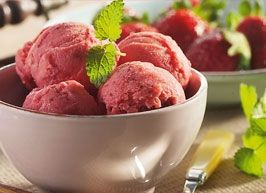 Jordbær-yogurt-is