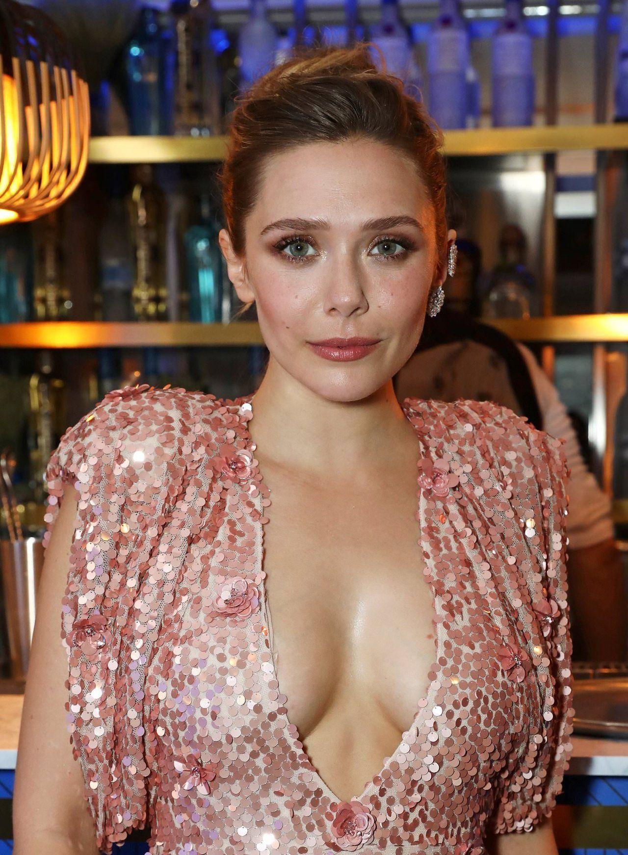 Cleavage Elizabeth Olsen nudes (25 photo), Sexy, Cleavage, Selfie, swimsuit 2017