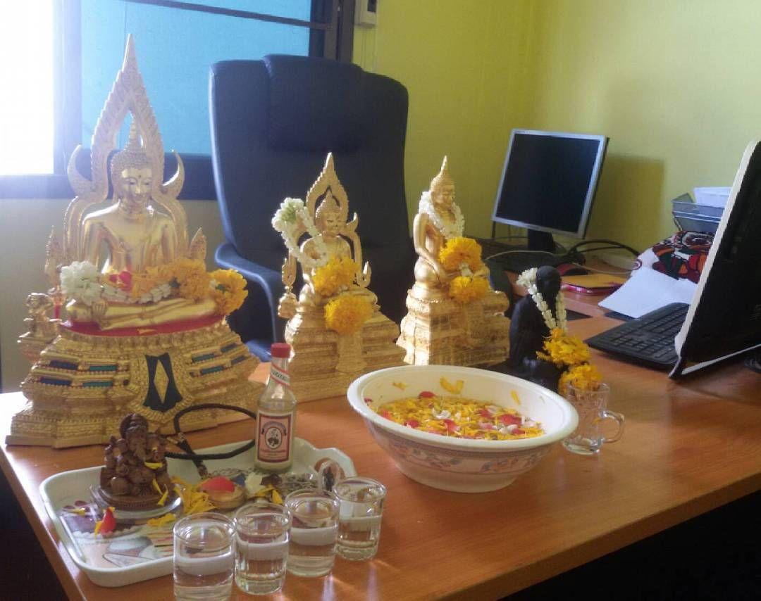 Happy Thai new year 2560. Happy Songkran day, happy Reasonable hope. The body strong, rich money forever...������ #Songkran #2560 #thainewyear #havefun #happyday #dance #bkk #thailand #fun#haha #555 #สงกรานต์#สงกรานต์2560#ได้หมดถ้าสดชื่น#funny#songkran2017#holy #respect http://unirazzi.com/ipost/1493267675874602613/?code=BS5JwofFC51