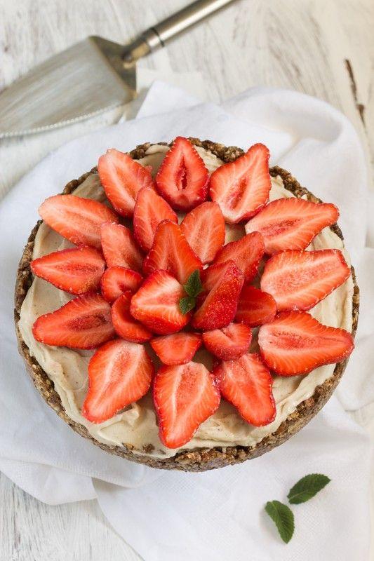 Tarte aux fraises sans cuisson, crème glacée à la banane (vegan