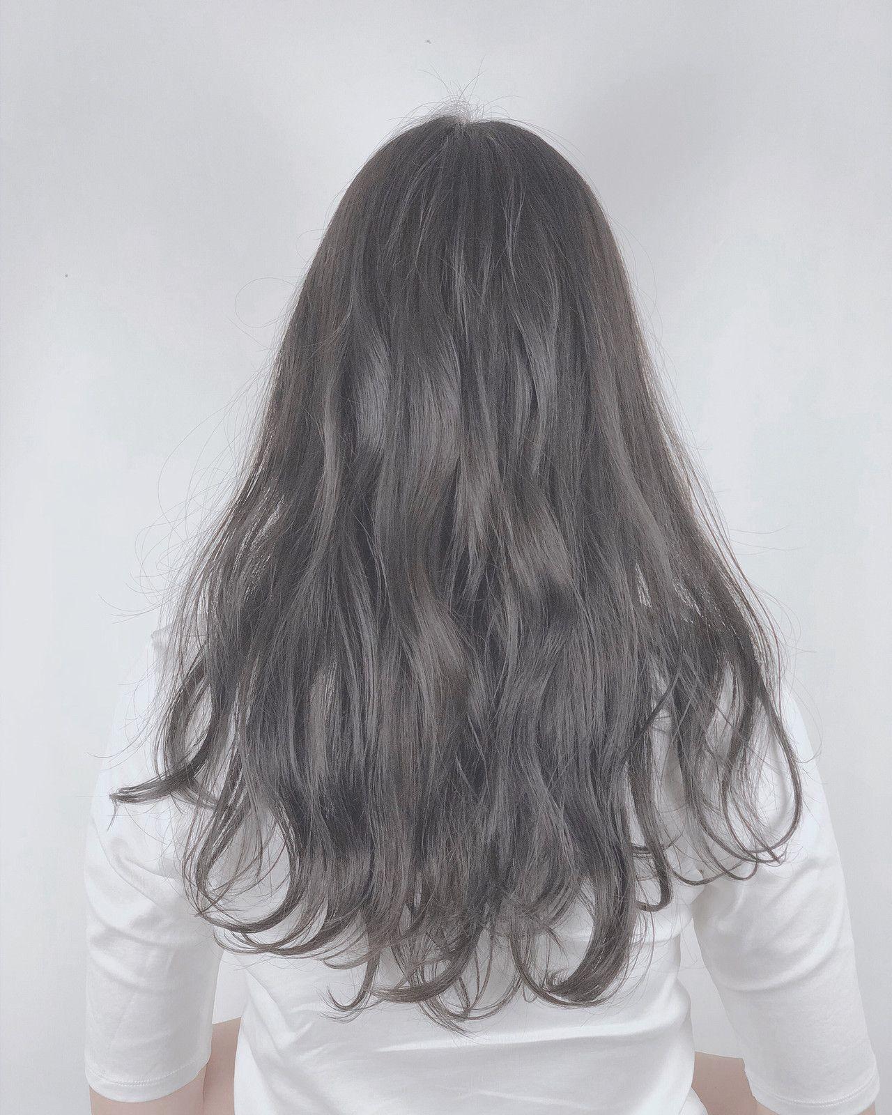 暗髪こそ透明感を ブリーチなしでも透明感が出せるシルバー