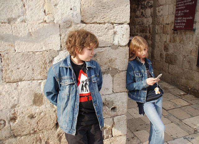 Foto de adolescentes aislados