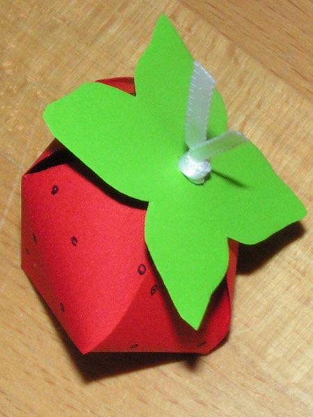 erdbeere zum bef llen sommer erdbeeren basteln mit senioren und anleitungen. Black Bedroom Furniture Sets. Home Design Ideas