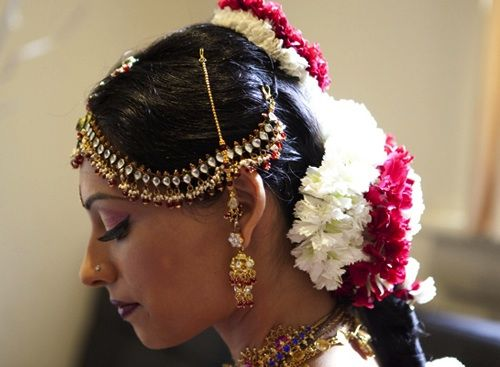The Sri Lankan Bride Jewellery And Flowers In Hair Goverdhan Play