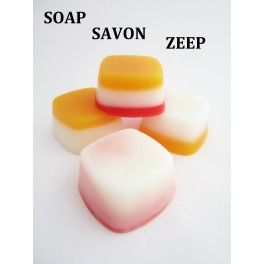 recycling and molding soap with a square silicone mold. Recyclage et moulage de savons. Recycling zeep met een siliconen mal