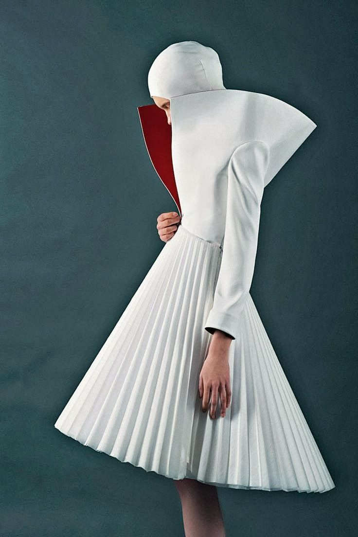 Kamila Gawronska Trained In Art And Fashion Photography Before Attending The International School Of Costume And Fashion Desig Sculptural Fashion Fashion Editorial Fashion