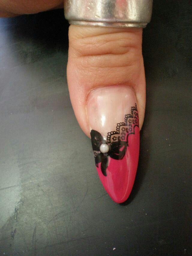 nageldesign pink mit spitze schleife und perle nails. Black Bedroom Furniture Sets. Home Design Ideas