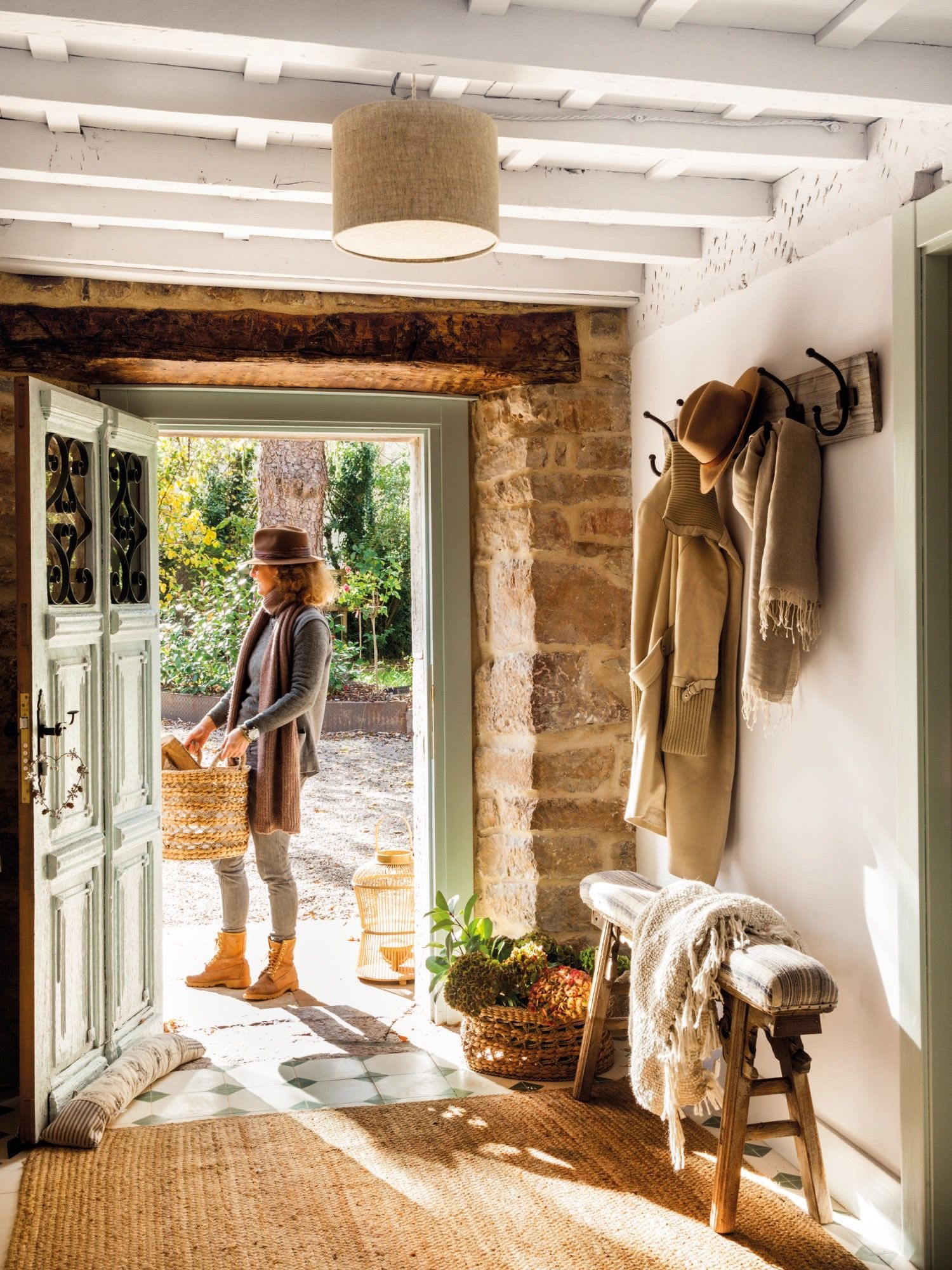 Memorias de una casa | Country living, Entry hallway and Hall
