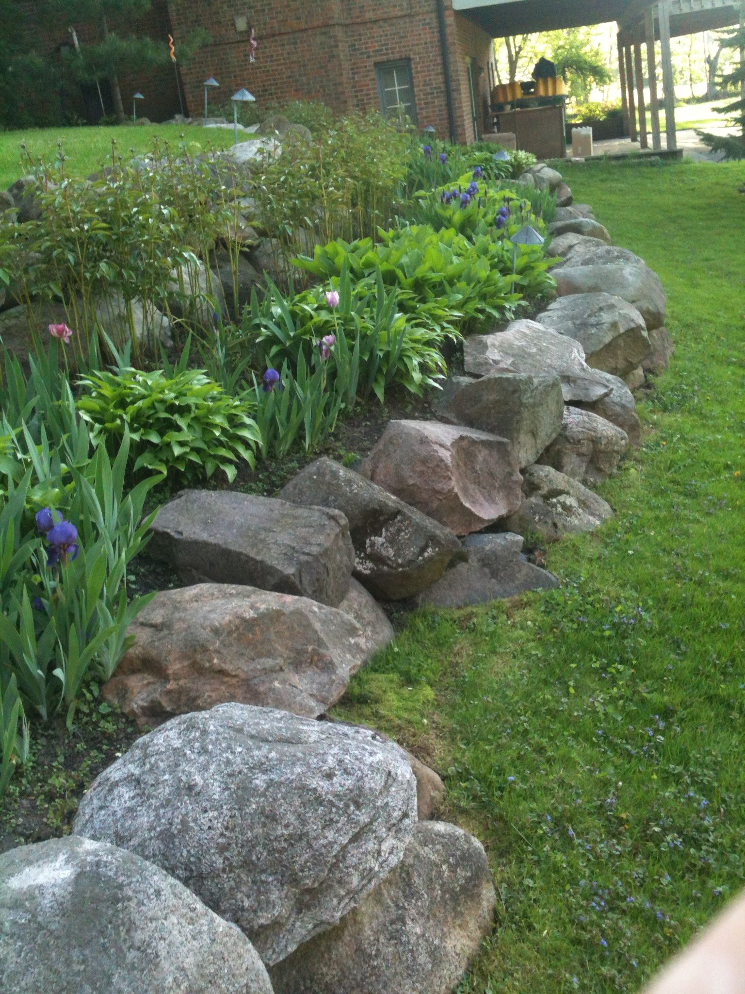 Awesome Rock Landscaping Ideas Backyard that Work (With